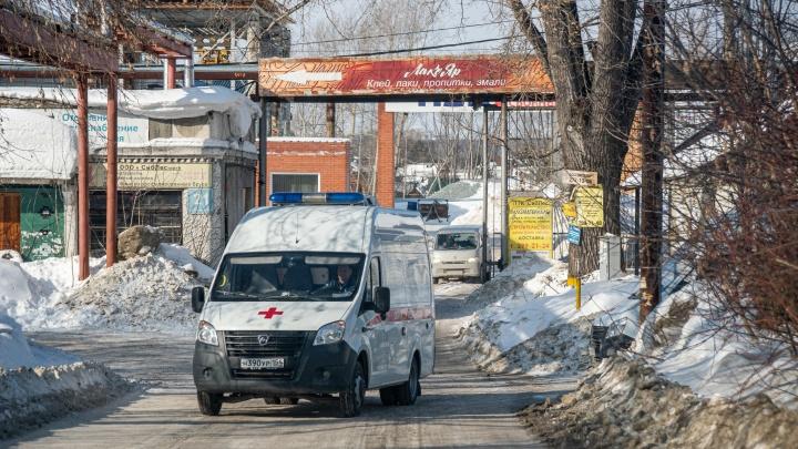Хуже, чем в селе. Как в огромном Новосибирске разваливаются подстанции скорой помощи — им самим нужна помощь