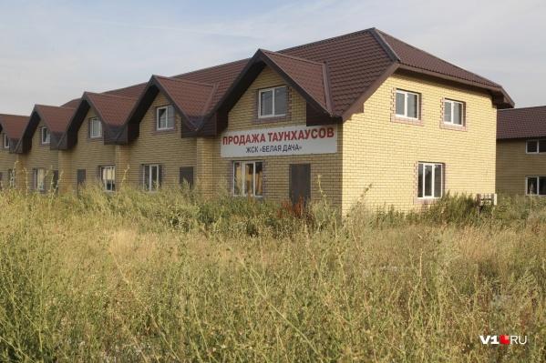 Люди купили дома абсолютно законно и сейчас живут в постоянном страхе принудительного выселения