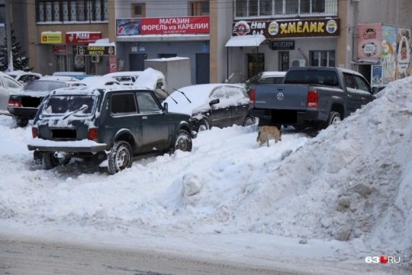 Оставить машину под окнами — иногда единственный возможный вариант парковки