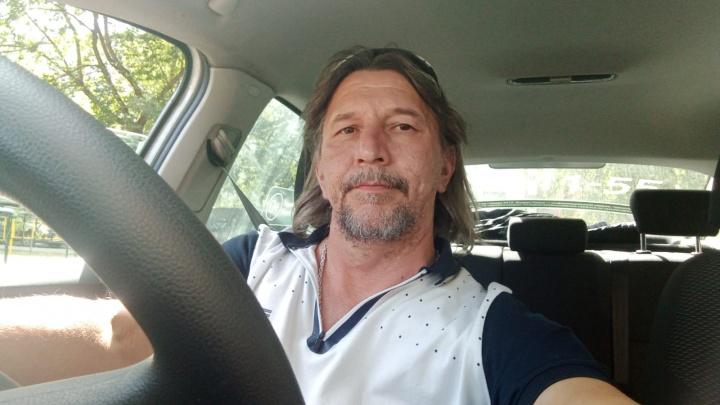 «Сам себе хозяин»: таксист — о своих буднях и о том, как заработать в три раза больше кассира