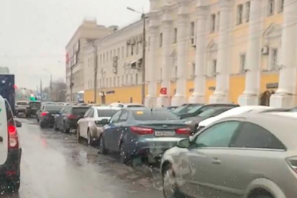 Проблема парковки в несколько рядов кажется нерешаемой