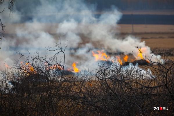 Пожар произошел в километре от жилого сектора