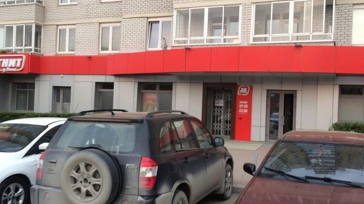 В Екатеринбурге воры под покровом ночи залезли в продуктовый магазин