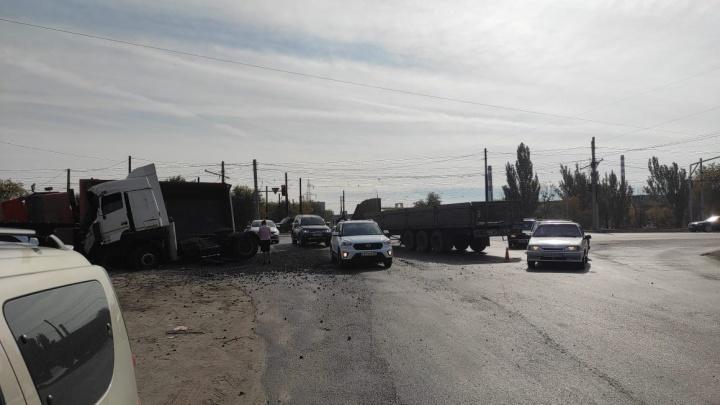 Под Волгоградом столкнулись два большегруза. Есть пострадавшие