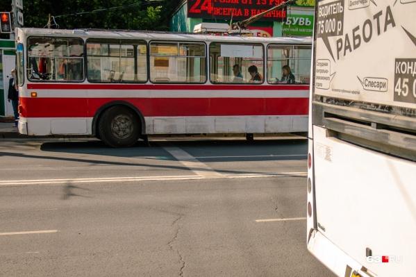 "Автобусы обновят не скоро, а вот троллейбусы уже <a href=""https://63.ru/text/transport/2021/07/06/70010039/"" class=""_ io-leave-page"" target=""_blank"">начали менять</a>"