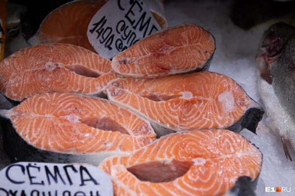Многие виды рыбы — богатый источник белка. В 100 граммах семги, например, содержится половина дневной нормы