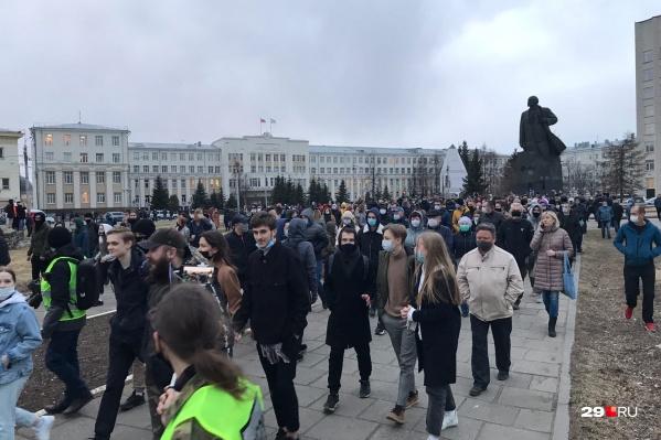 Началось движение людей по центру города