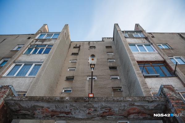 """Правительство России обещало выделить Кузбассу&nbsp;около <nobr class=""""_"""">2 млрд</nobr> рублей на переселение людей из аварийного жилья<br>"""