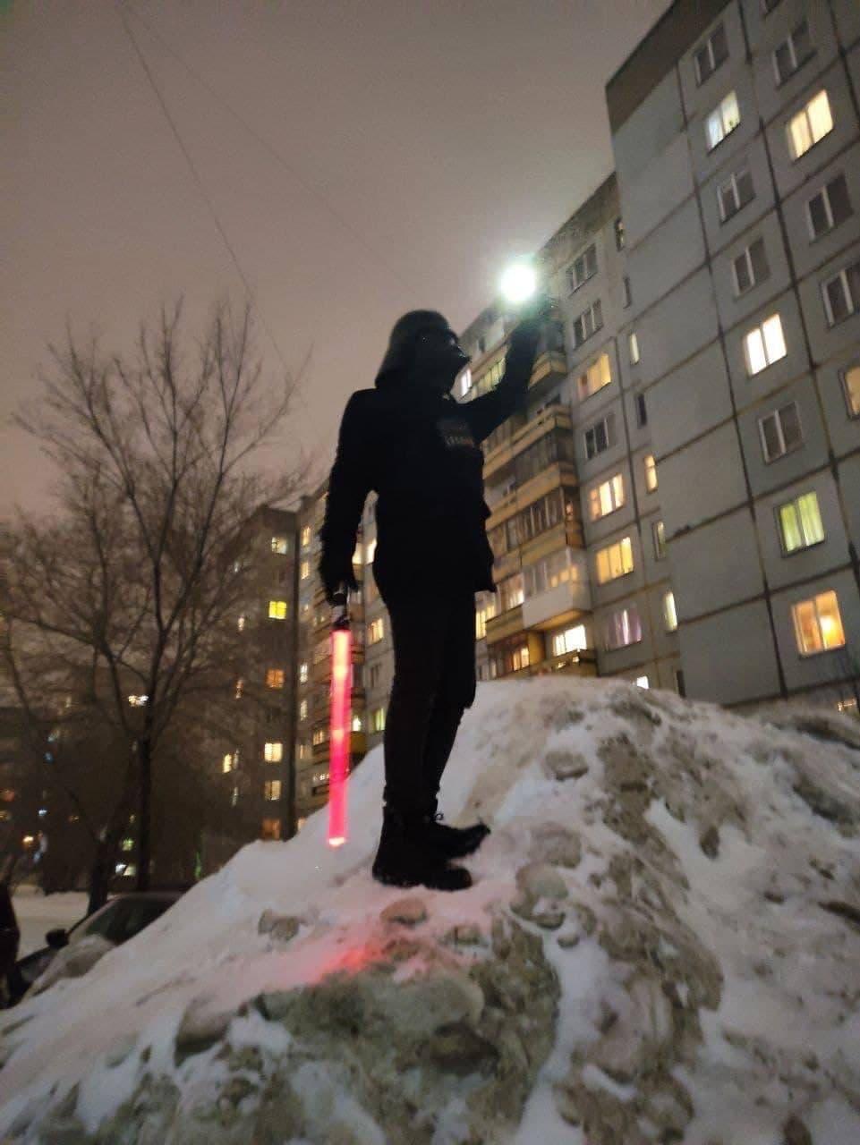 Дарт Вейдер тоже здесь! Покоряет кучу снега