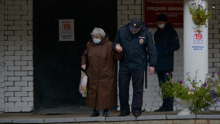 «Вынуждены обращаться в частные поликлиники»: избиратели — про главные проблемы Поморья