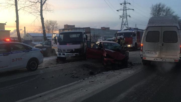 На Шефской произошло ДТП с тремя машинами, есть пострадавшие