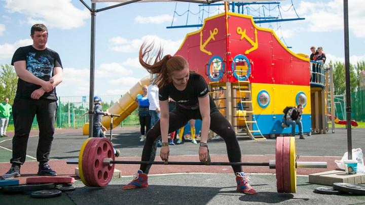 Вес взят: в Дзержинском районе прошли соревнования по пауэрлифтингу