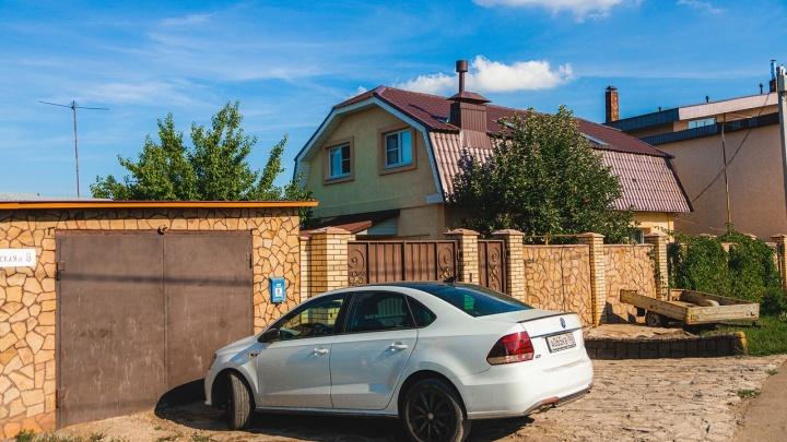Семья полицейского, который убил девочку, хочет уехать из Петра Дубравы