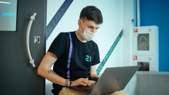 В «Школе 21» бесплатно учат программистов и дают общежитие — поступить можно с нуля