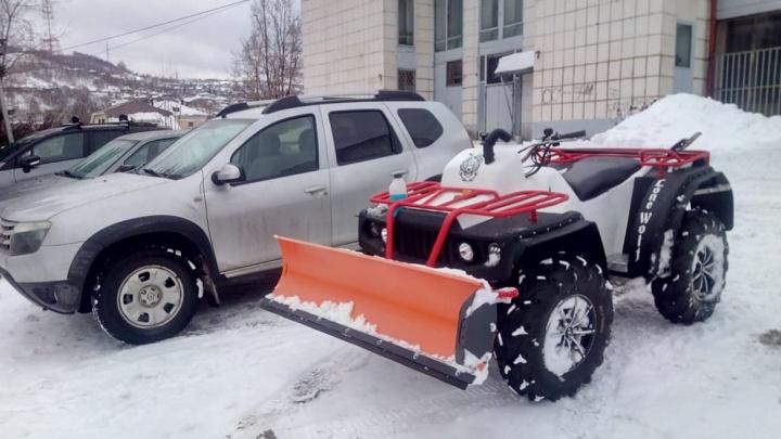 Южноуралец вручную собрал снегоуборочный квадроцикл и назвал его «Одинокий волк»