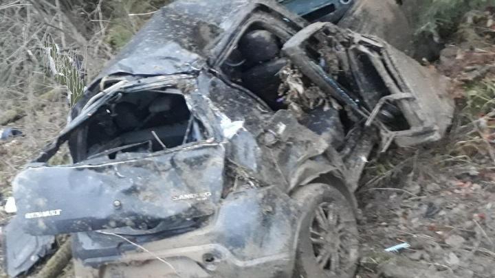 Автомобиль вылетел в кювет: на трассе в Прикамье погибли два человека