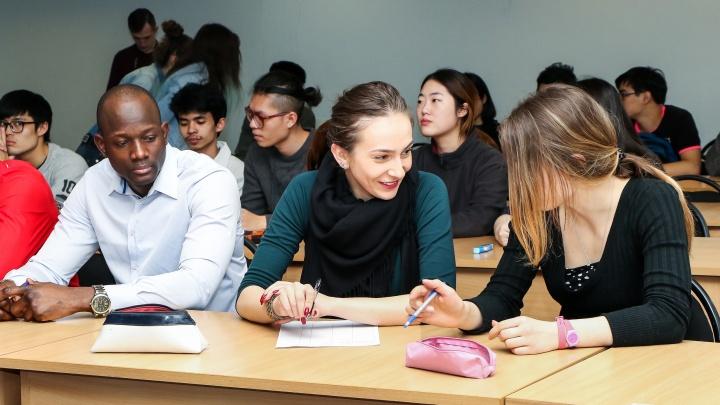 Никитин предложил ввести обязательную вакцинацию для студентов нижегородских вузов
