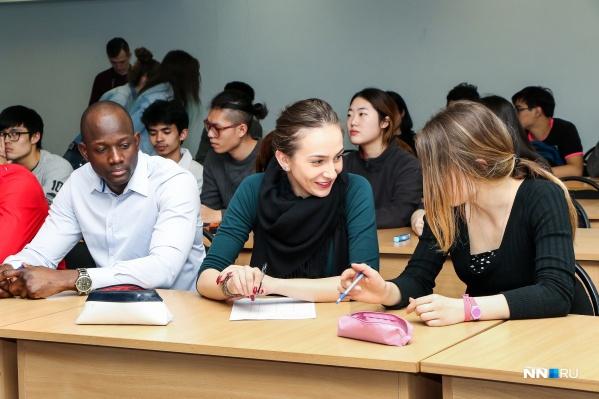 Многие студенты продолжают учиться очно