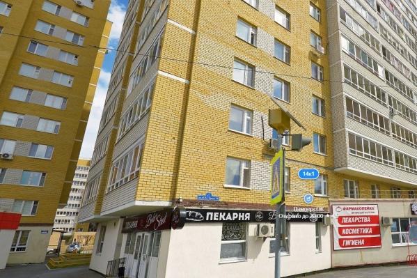 Правоохранители устанавливают, что проихсодило в одной из квартир на Эрвье перед трагедией