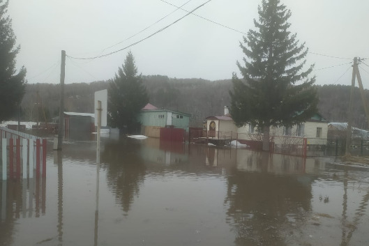 Вода затопила целые деревни