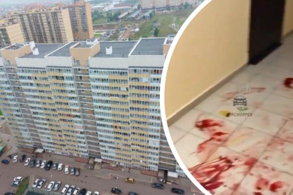 Жители дома пожаловались на кровь в подъезде
