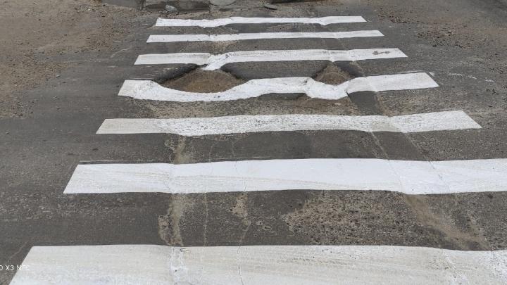 Мэрия Новосибирска обвинила «троллей» в нанесении разметки на дорожных ямах
