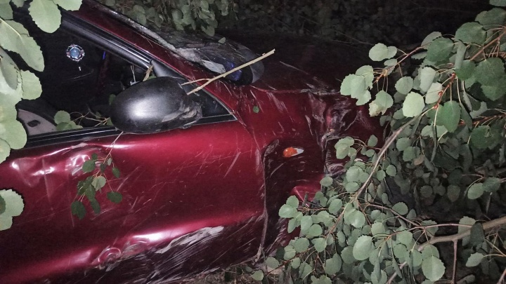 Водитель ZAZ Chance разбил машину и сбежал с места аварии. Его разыскивает полиция