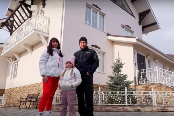 Семья Глушковых переехала в маленькую купольную юрту и не пожалела