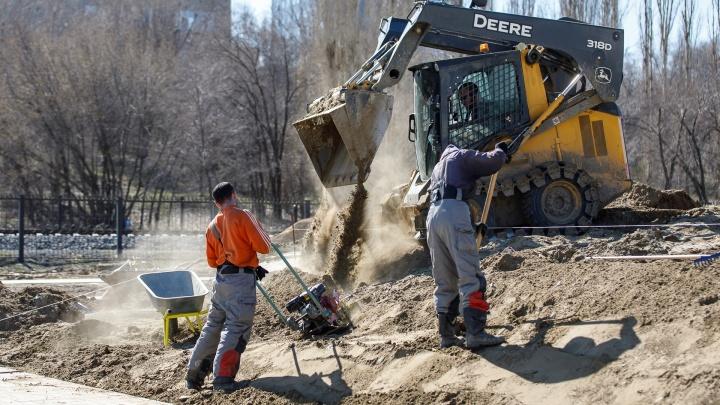 Работа есть, работать некому: в Волгограде на одного безработного приходится семь вакансий
