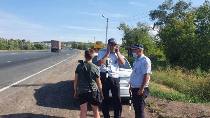 Никто не остановился: в Самарской области инспекторы ГИБДД помогли заблудившемуся мальчику
