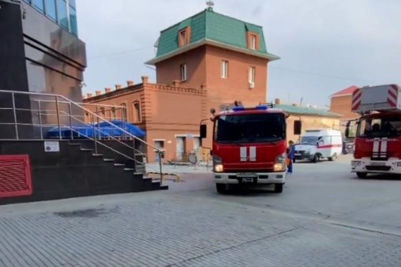 К самому высокому бизнес-центру в Челябинске стянули пожарных