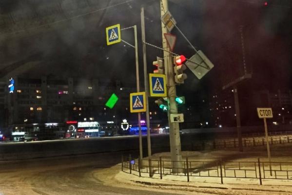 Больше всего от ветра пострадали дорожные знаки