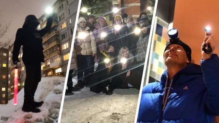Любовь сильнее страха. Показываем, как прошла акция с фонариками в Екатеринбурге