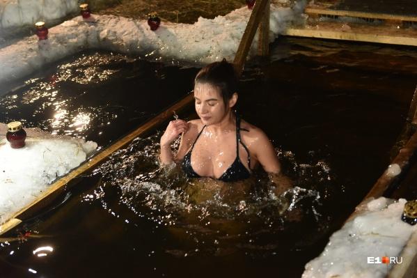 В воде, по совету врача, стоит находиться 30 секунд