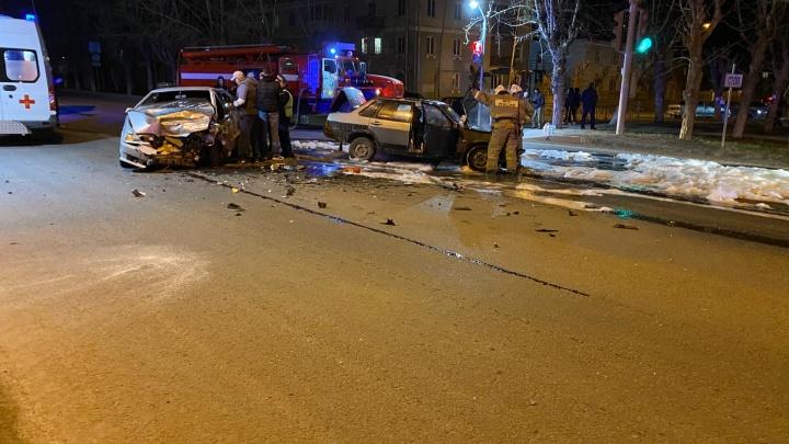 В Каменске-Уральском легковушка вспыхнула после лобового столкновения