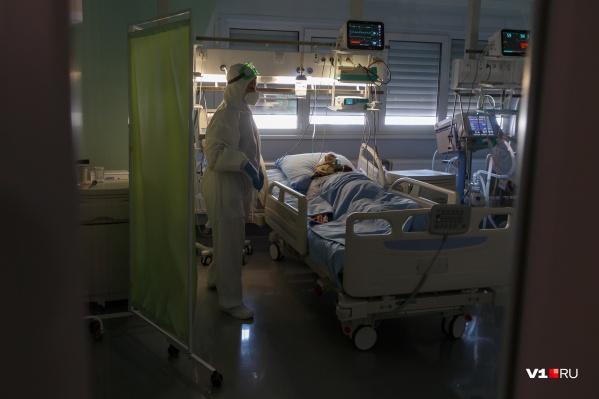 Количество заболевших COVID-19 не опускается ниже 300 за сутки