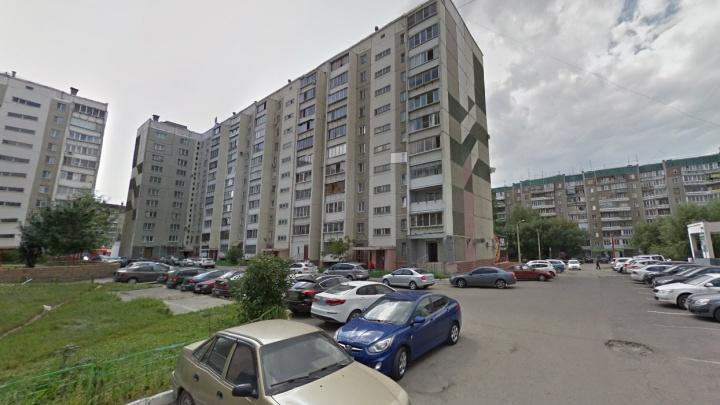 Пистолет, из которого ранили восьмилетнего мальчика в Челябинске, дети нашли в парке