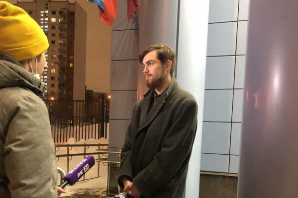 Обвинение по делу Глебу Марьясову еще не предъявлено. Спустя месяц после задержания на митинге его отпустили домой
