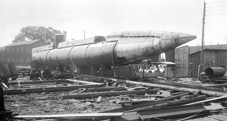 Одна из первых дизельных подводных лодок на заводе «Красное Сормово», 1938 год