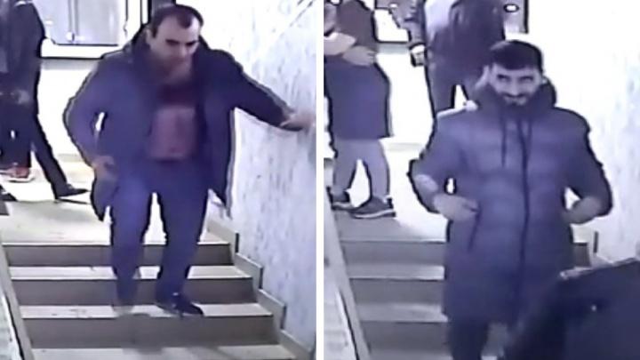«Отец сейчас в нейрохирургии»: в Новосибирске четверо мужчин забили до полусмерти пенсионера. Публикуем видео потасовки