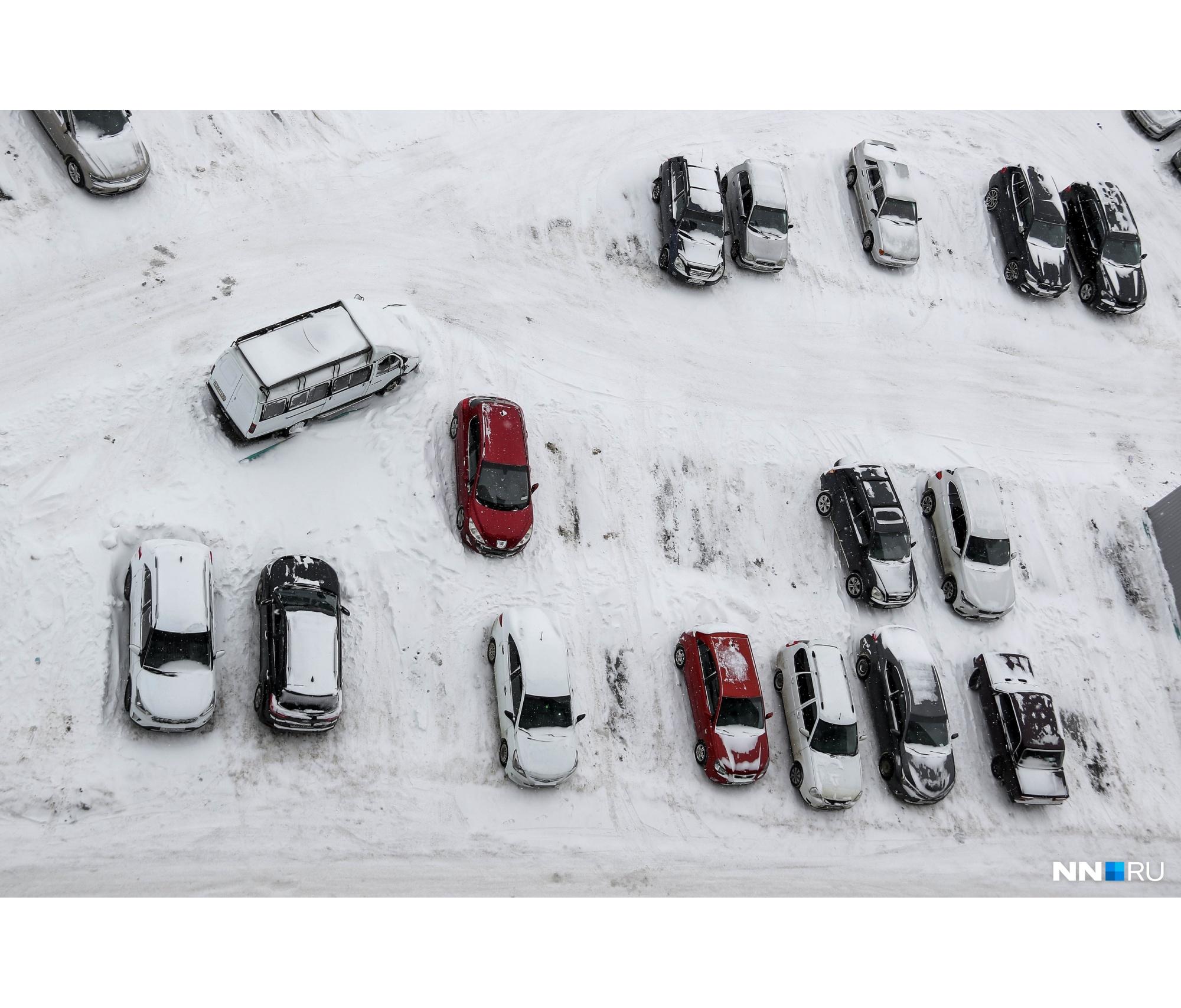Ставить машину у дома зимой — большой риск, как, впрочем, и в других местах