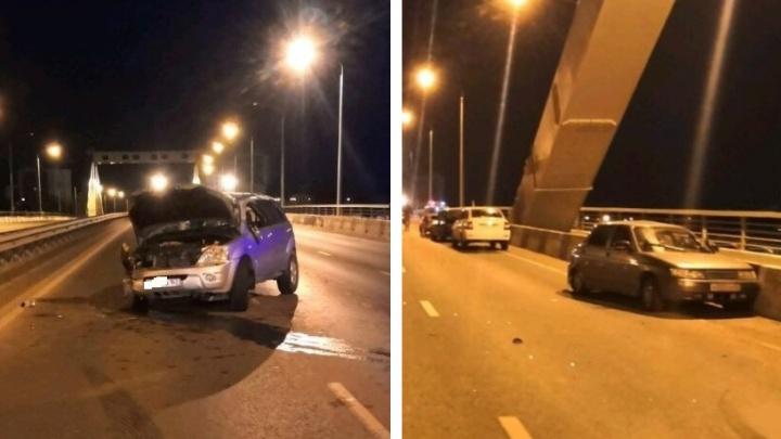 Всех собрал: на Фрунзенском мосту в Самаре столкнулись три автомобиля