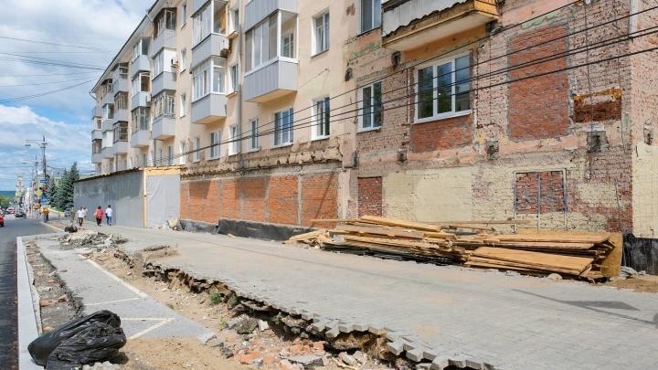 Фотофакт: у дома на Комсомольском проспекте сняли баннер и убрали пешеходный переход