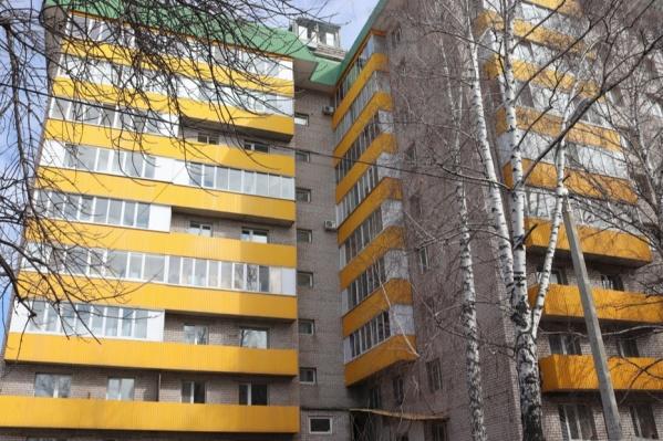 Институт занимает первые этажи того же дома