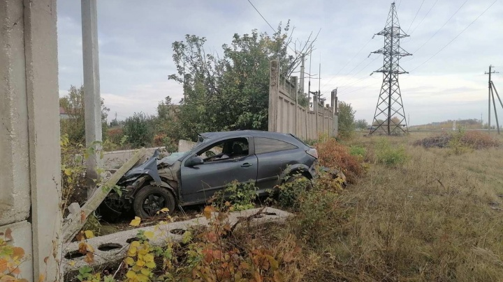 В Самарской области водитель Оpel Astra разбился насмерть о бетонную стену