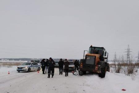 Появилось видео с места смертельного столкновения «Субару» со снегоуборщиком в Ханты-Мансийске