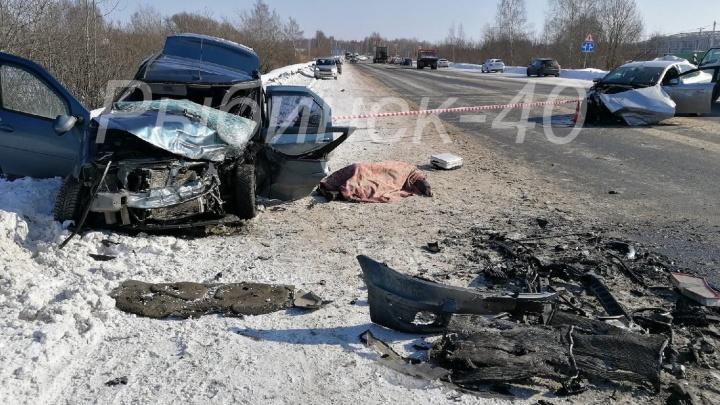 «Он лежит, машина в хлам»: в ДТП с двумя иномарками погиб мужчина