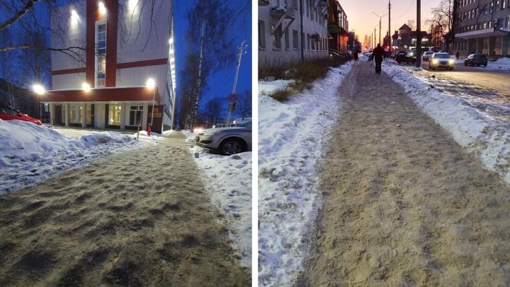 Пешеходы Архангельска потребовали от Дмитрия Морева навести порядок на тротуарах города