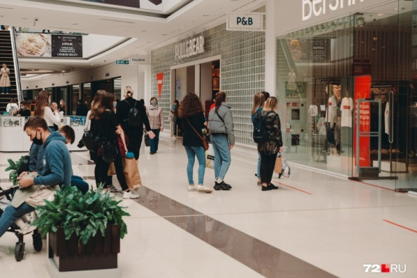 Помните, как прошлым летом после возобновления работы торговых центров в магазины запускали определенное количество человек одновременно? Сейчас будет то же самое