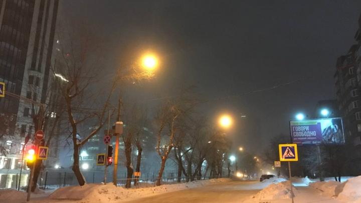Воздух застыл: из-за сильных морозов на Новосибирск опустилась утренняя дымка